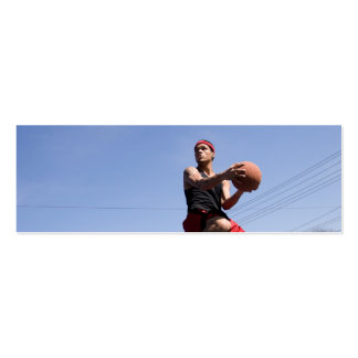 Hombre que juega a baloncesto tarjetas de visita mini