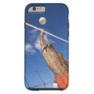 Hombre que juega a voleibol de playa funda resistente iPhone 6