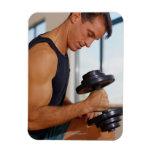 Hombre que levanta una pesa de gimnasia imanes de vinilo