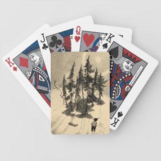 Hombre que mira árboles con el dólar, ardilla, con baraja de cartas