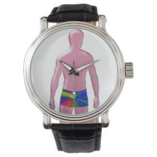 Hombre que presenta el reloj