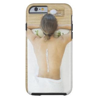 Hombre que recibe el tratamiento del balneario funda para iPhone 6 tough