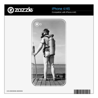 Hombre que se coloca en el embarcadero calcomanía para iPhone 4S