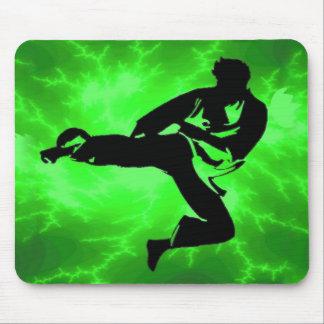 Hombre verde del relámpago de los artes marciales alfombrillas de ratón