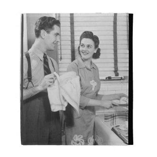 Hombre y mujer que hacen platos