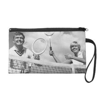 Hombre y mujer que juegan a tenis