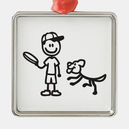 Hombre y perro del palillo que juegan el disco adorno navideño cuadrado de metal