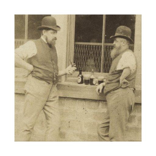 Hombres antiguos de la fotografía dos que beben la lona envuelta para galerías