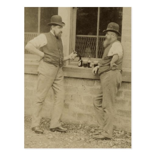 Hombres antiguos de la fotografía dos que beben la tarjetas postales