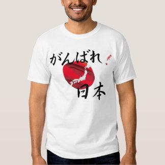 Hombres de alivio del terremoto de Japón de la Playera
