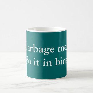 Hombres de basura taza básica blanca