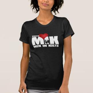 Hombres del amor de las mujeres en faldas camisetas