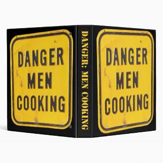 Hombres del peligro que cocinan la carpeta del
