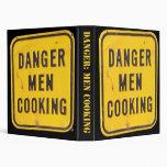 Hombres del peligro que cocinan la carpeta del lib