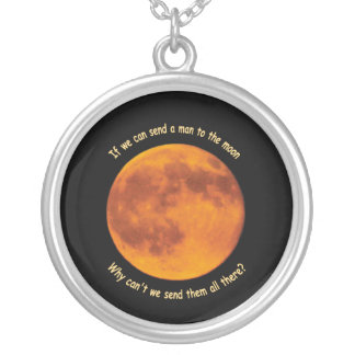 Hombres en el collar de la luna