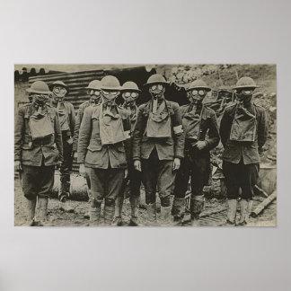 Hombres en la impresión de la careta antigás WWI Póster