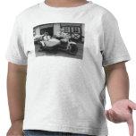 Hombres en la motocicleta de Harley Davidson con Camisetas