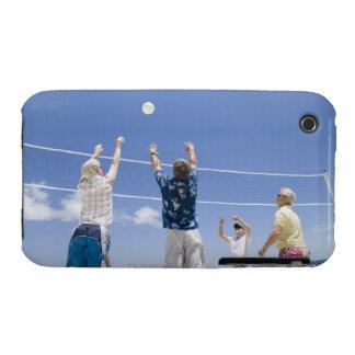 Hombres maduros que saltan para la bola del voleo  iPhone 3 fundas