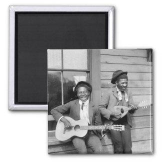Hombres negros que tocan a Guitar, 1902 Imán Cuadrado