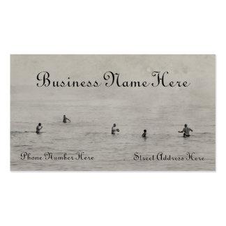 Hombres que nadan en tarjeta de visita del lago Mi