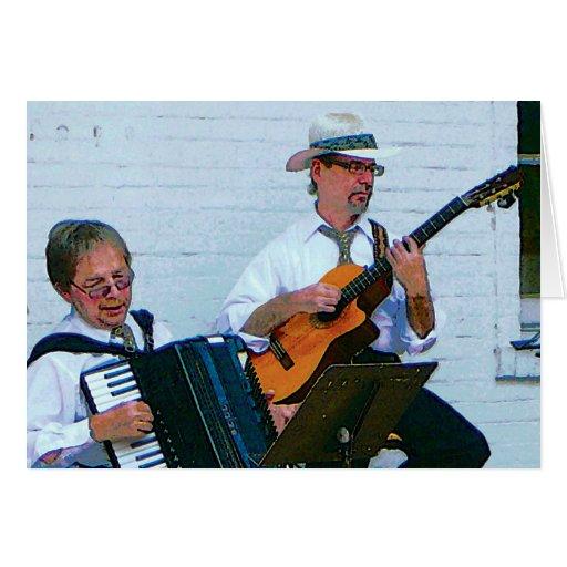 Hombres que tocan el acordeón y la guitarra tarjeta de felicitación