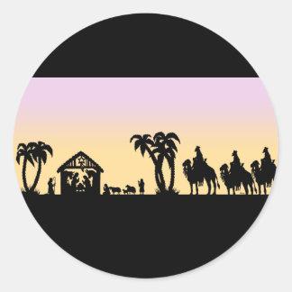 Hombres sabios de la silueta de la natividad en el pegatina redonda