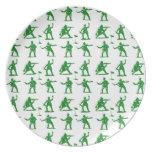 Hombres verdes del ejército plato de cena