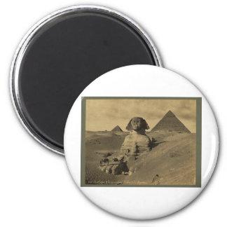 Hombres y camellos en la pata de la esfinge, pirám imán redondo 5 cm