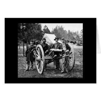 Hombres y cañón en los robles justos, acampamento tarjeta de felicitación