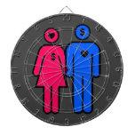 Hombres y mujeres tablero de dardos