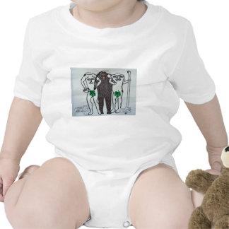 homo erectus con dos leyendas de ellos trajes de bebé