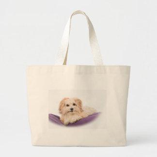 Hondje lying on the purple kissing large tote bag