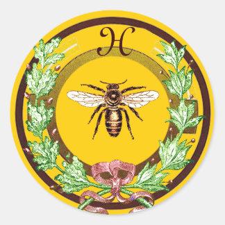 HONEY BEE ,WREATH WITH OAK LEAVES  MONOGRAM CLASSIC ROUND STICKER