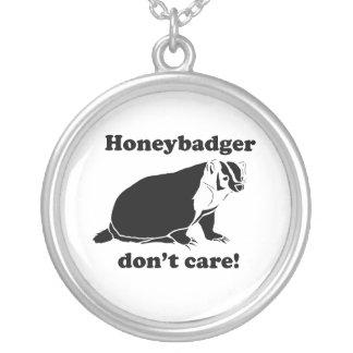 Honeybadger no cuida colgante redondo