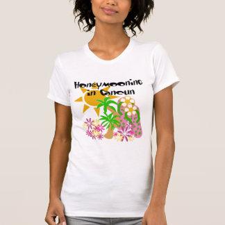 Honeymooning en Cancun Camiseta