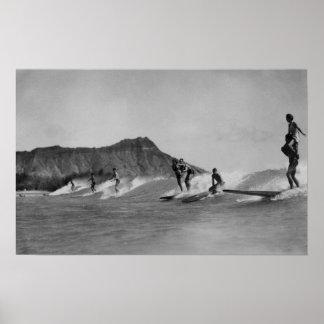 Honolulu, Hawaii - personas que practica surf de l Póster