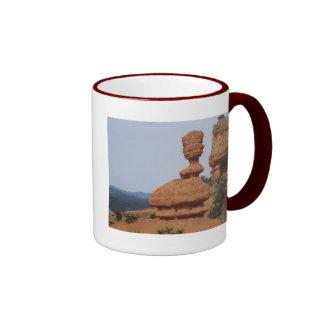 Hoodoo espectacular en el barranco rojo, Utah Taza De Dos Colores