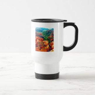 Hoodoos coloridos en parque nacional del barranco taza de café