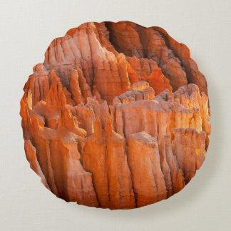 Hoodoos de la roca en luz de la mañana cojín redondo