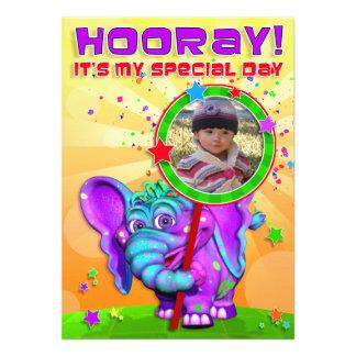 """¡Hooray! El cumpleaños invita con """"el GiggleBellie Anuncios Personalizados"""