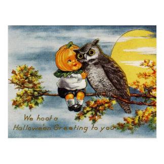 Hoot un Halloween que saludan a usted Tarjeta Postal
