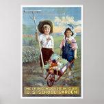 Hoover de ayuda en nuestro jardín de la escuela de poster