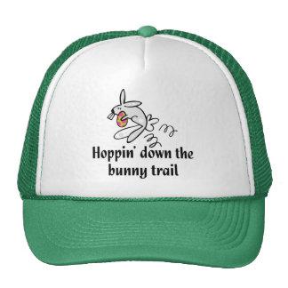 Hoppin abajo del rastro del conejito gorros bordados