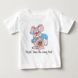 Hoppin abajo del rastro del conejito t shirts