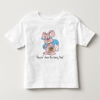 Hoppin abajo del rastro del conejito camisetas
