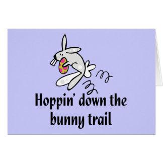 Hoppin abajo del rastro del conejito tarjeta de felicitación