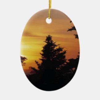 Hora de acostarse de la puesta del sol de los árbo ornamento de navidad