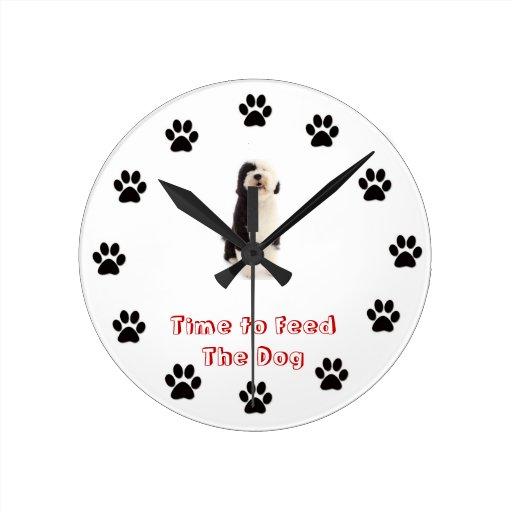 Hora de alimentar al perro el perro de agua portug reloj de pared