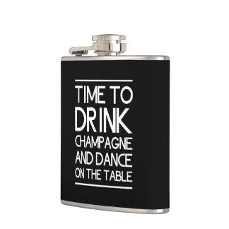 Hora de beber Champán y de bailar en la tabla