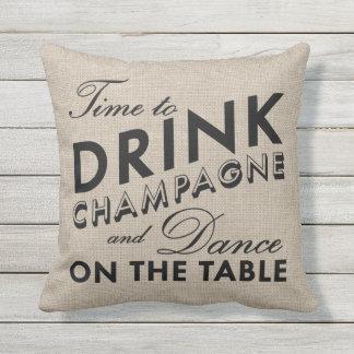 Hora de beber Champán y de bailar la almohada al
